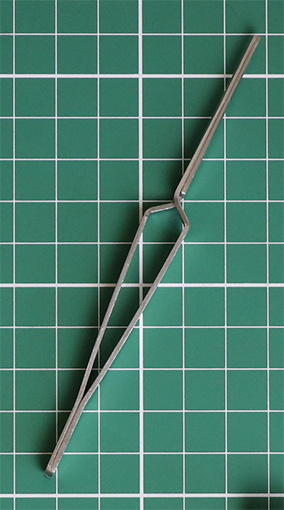 Self-closing Tweezers